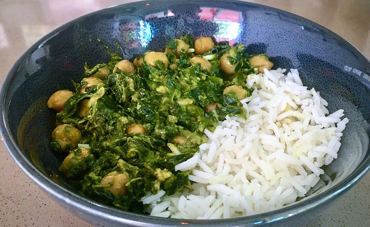 Curry de pois chiches aux épinards et purée crue noix de cajou