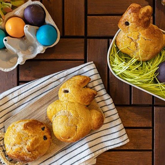Lapins briochés de Pâques à la purée crue d'amande blanche