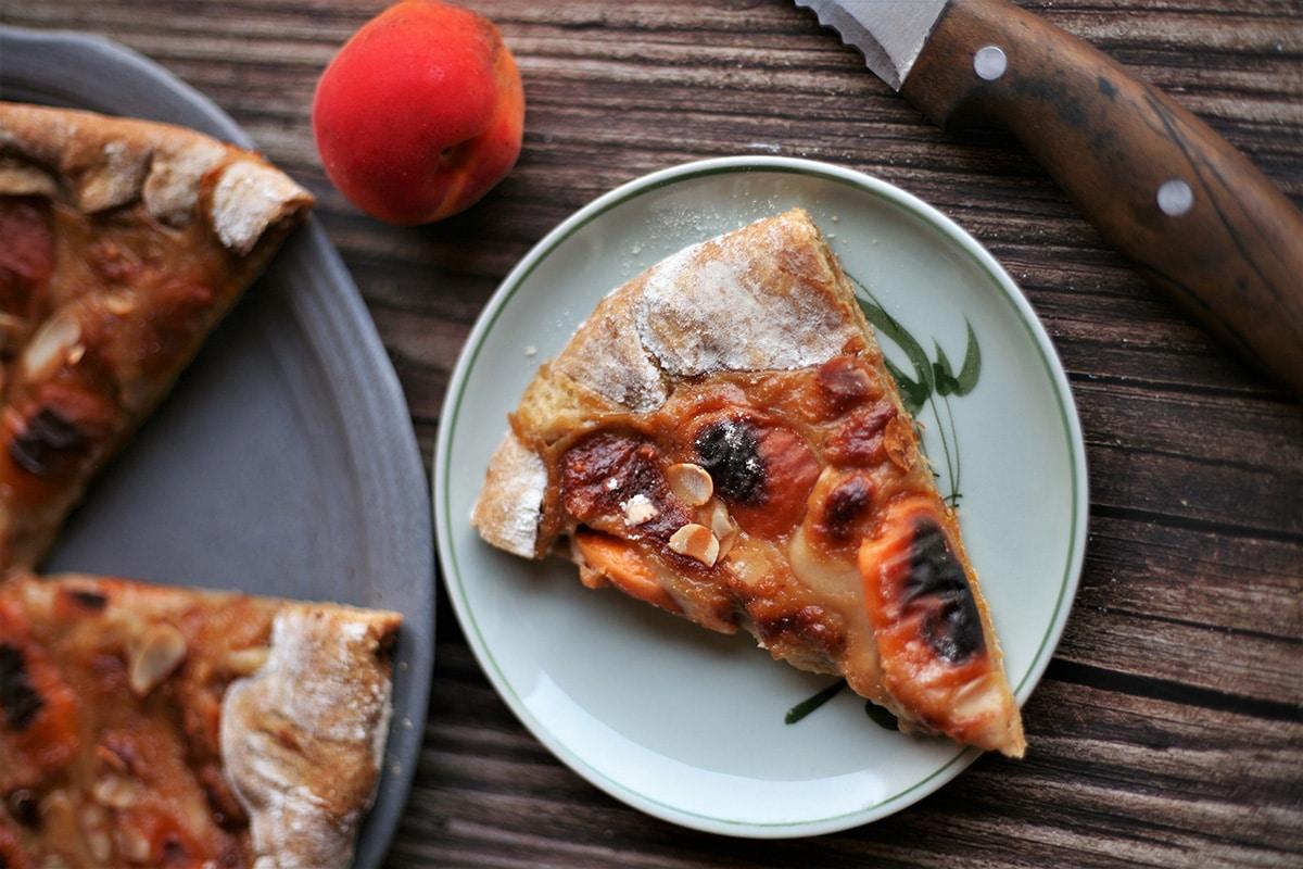 Tarte abricot à l'avoine amande noisette by Plante ton assiette